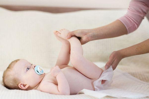 trẻ sơ sinh bị tiêu chảy uống thuốc gì