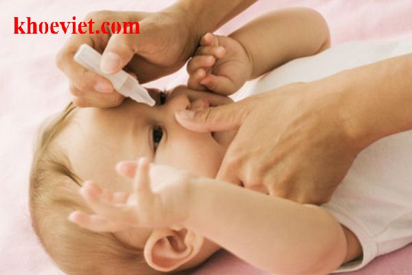 biện pháp chữ tắc tuyến lệ cho bé