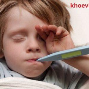 trẻ bị sốt virut