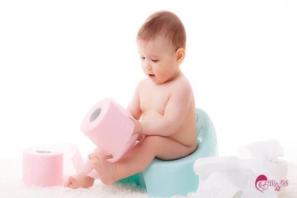 trẻ uống kháng sinh bị tiêu chảy